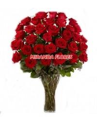 19 - ARRANJO  24 ROSAS VERMELHAS  ( VASO DE VIDRO )